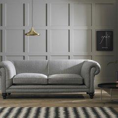 Distinctive-sofa-3-Wandsworth-front-on-RT-copy